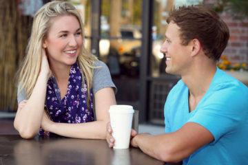 Zaostřeno na flirtování: který způsob je ten váš?