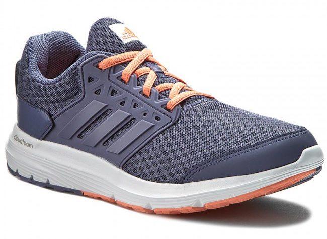 Běžecká obuv značky adidas.