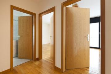 Vylepšete svůj interiér. Použijte obklad kovové zárubně