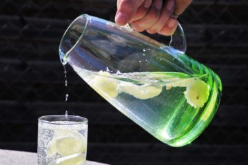 Proč pít vlažnou citrónovou vodu?