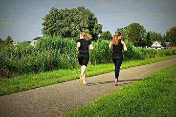 Píchání v boku při běhu – co ho způsobuje a jak mu předejít
