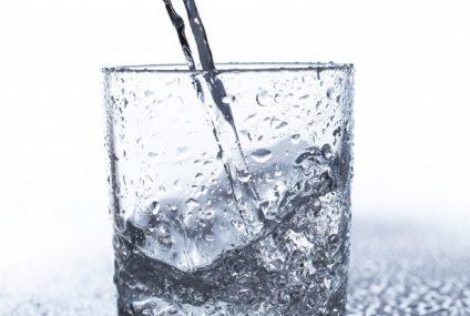 Dehydratace hrozí i v zimě. Kolik toho třeba vypít?