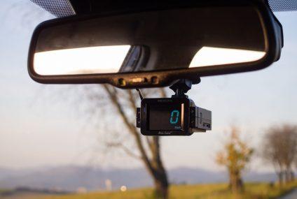 Mít v autě kameru a antiradar se vyplatí